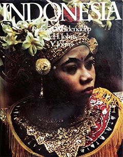 Indonesia - Photography Richard Woldendorp. Text by A.H. & Y. Johns. Published by Thomas Nelson, 1972