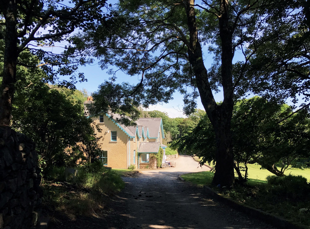 Errislannan_driveway-to-yard.JPG