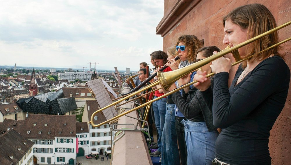 巴塞爾古樂學院.文藝復興管樂隊在大教堂高塔上的演出.jpg