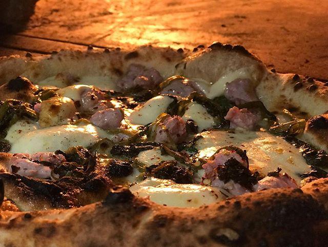 🍕Salsiccia e friarielli- Loro di Napoli come and order your favorite pizza 🍕 #pizza #pizzanapoletana #malta #salsicciaefriarielli #salsiccia #friarielli #provolaaffumicata