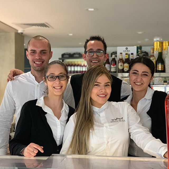 We give you food, love and smiles together with the warmth and the feeling of always feeling at home. Join our big family. There is always a place at the table for you and your loved ones. @dolce.sicilia #lascoglierarestaurant #dolcesicilia #sicilianfood #wine #aperitif #bahariccaghaq #breakfast #lunch #dinner #dinnerdate #fish #pizza #dessert #malta🇲🇹
