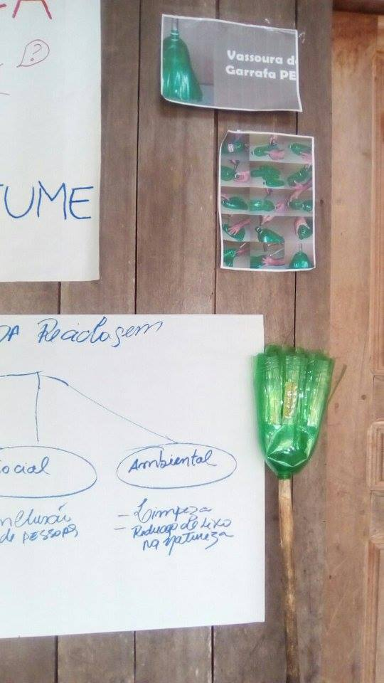Teaching how to reuse pet to create a cleaning broom - November 2017