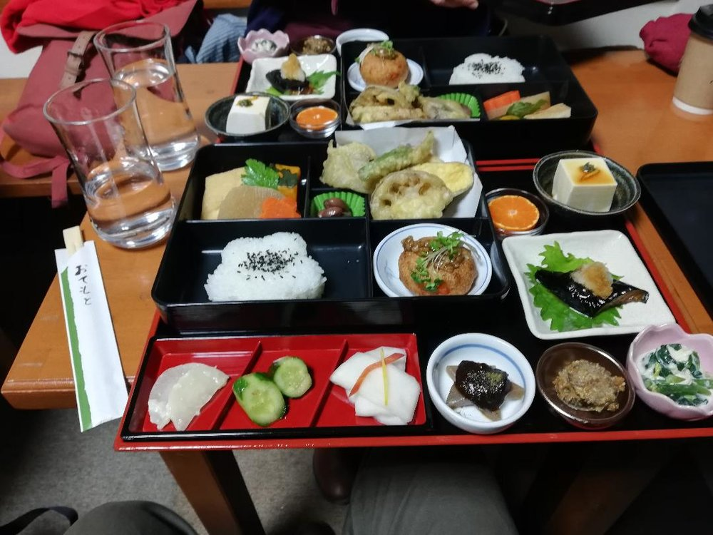 Bento in Arashiyama-kan - YEAH WE HAD ONE EACH, SO WHAT? WHO ARE YOU CALLING FAT!