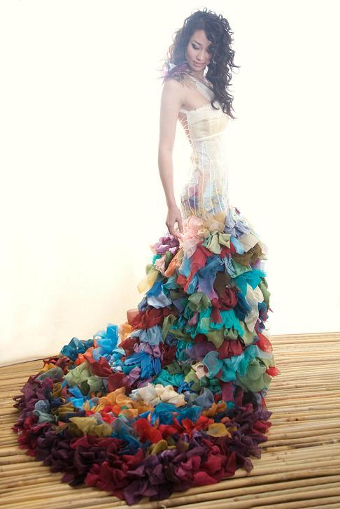 ChrissyWaiChing_Colofulweddingdress.jpg