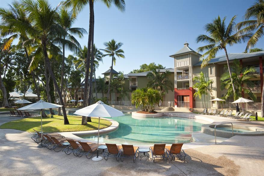 MANTRA AMPHORA - Located directly opposite one of Australia's most pristine beaches at Palm Cove, Mantra Amphora is the perfect spot for your next tropical getaway.