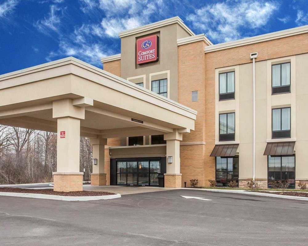 Comfort Suites Youngstown North.JPG