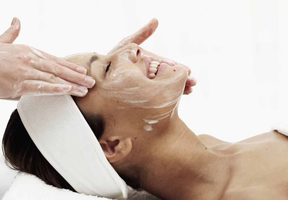 EXPRESS FACIALS - We've taken out all the fluff to deliver you a customizable, results-oriented facial in just 30 minutes. It's perfect for those short on time or for those looking for a quick refresher. These treatments are great for all skin types and will reveal a healthier, more radiant complexion.