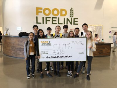 In the afternoons, all participants went on fun local excursions and did a variety of activities together around Seattle. One day included a volunteer service project where students packaged food for those who need it.