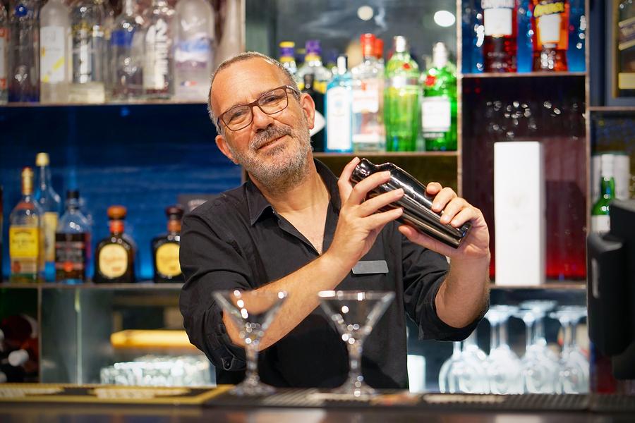 bartender-pho.jpg
