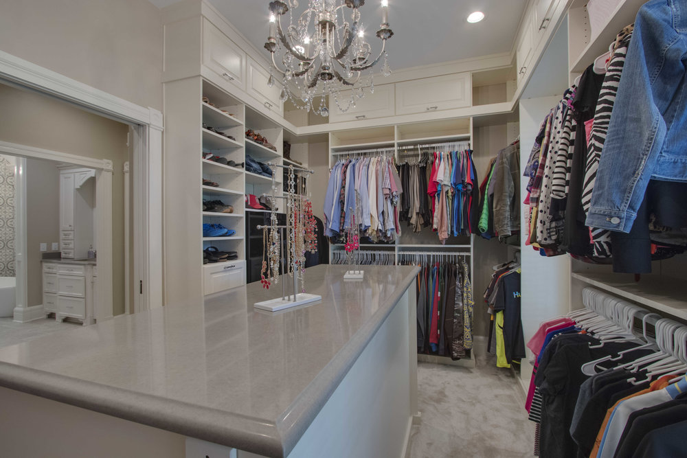 Master closet pic 2 reduced.jpg