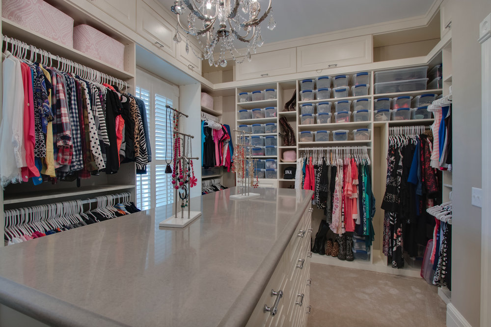 Master closet pic 10 reduced.jpg