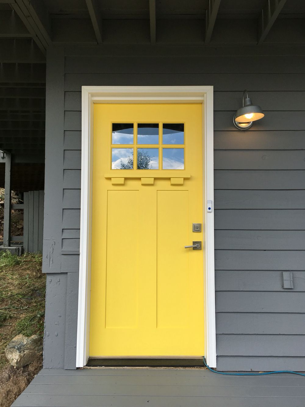 Sunny yellow brightens any entryway and gives me summer vibes
