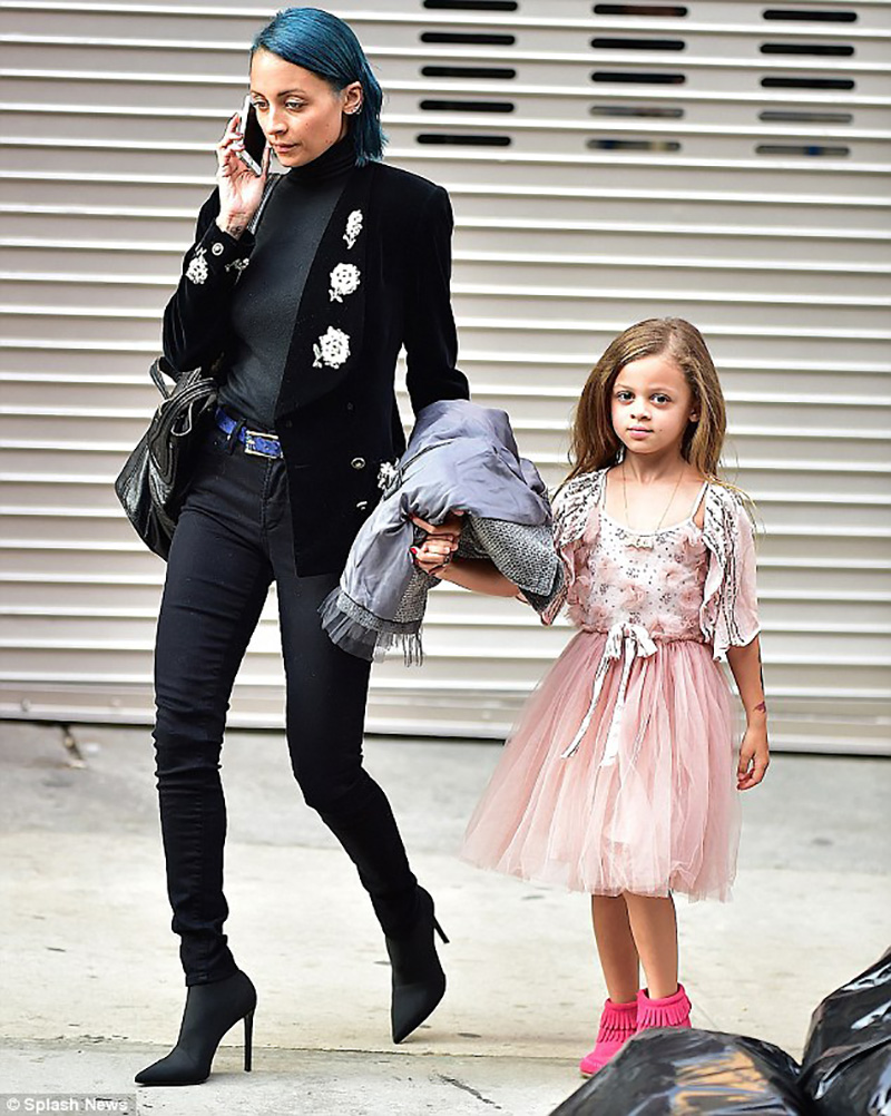 1408528383449_wps_2_Nicole_Richie_and_Daughte