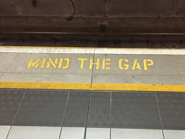 mind-the-gap-882368_640.jpg