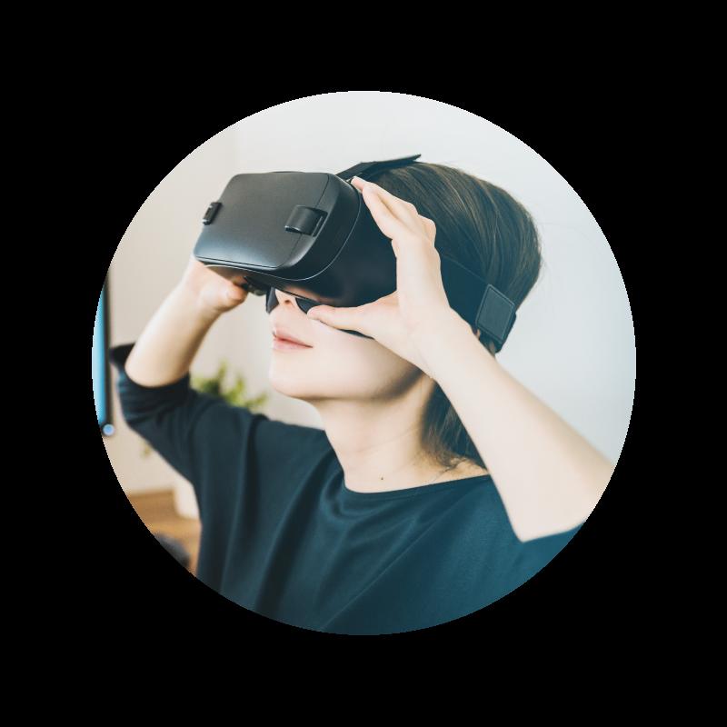 テクノロジー✕トレーニング - VRの活用により、トレーニングは「身体知」を伴った学びへと転化します。また、AIによるデータ分析を学習効果の改善に用いることで、成果との関連はより強化されます。