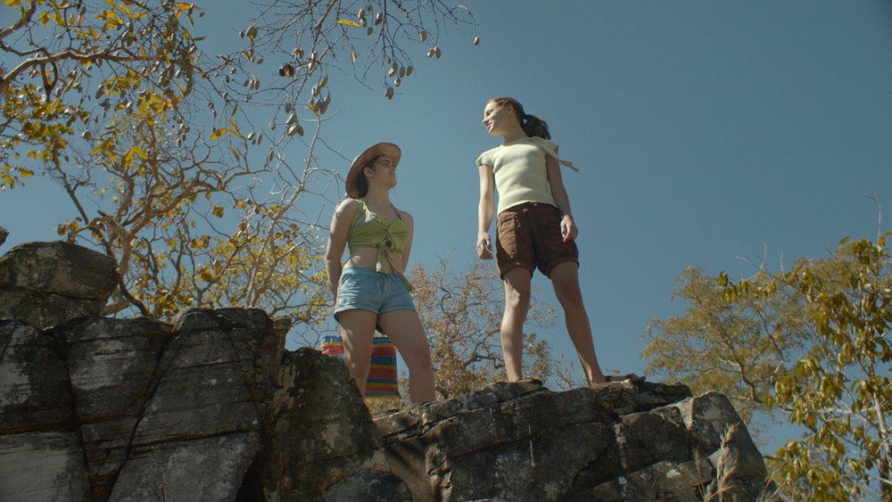 Photo 01 - As Duas Irenes - Isabela Torres and Priscila Bittencourt - FULL FRAME.jpg