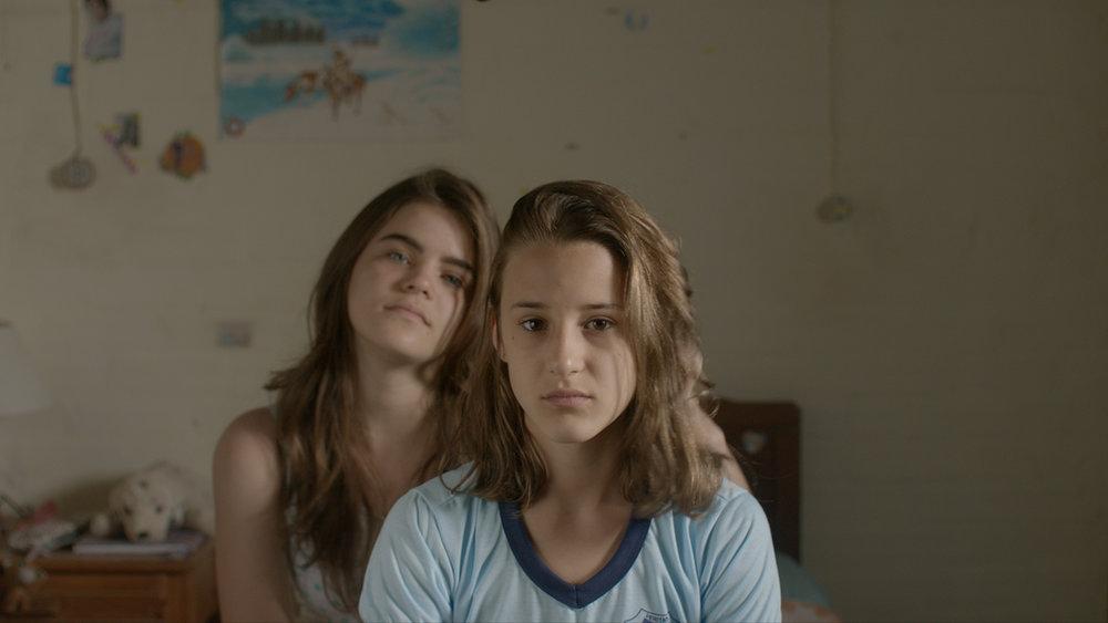 Photo 05 - As Duas Irenes - Isabela Torres and Priscila Bittencourt - FULL FRAME.jpg