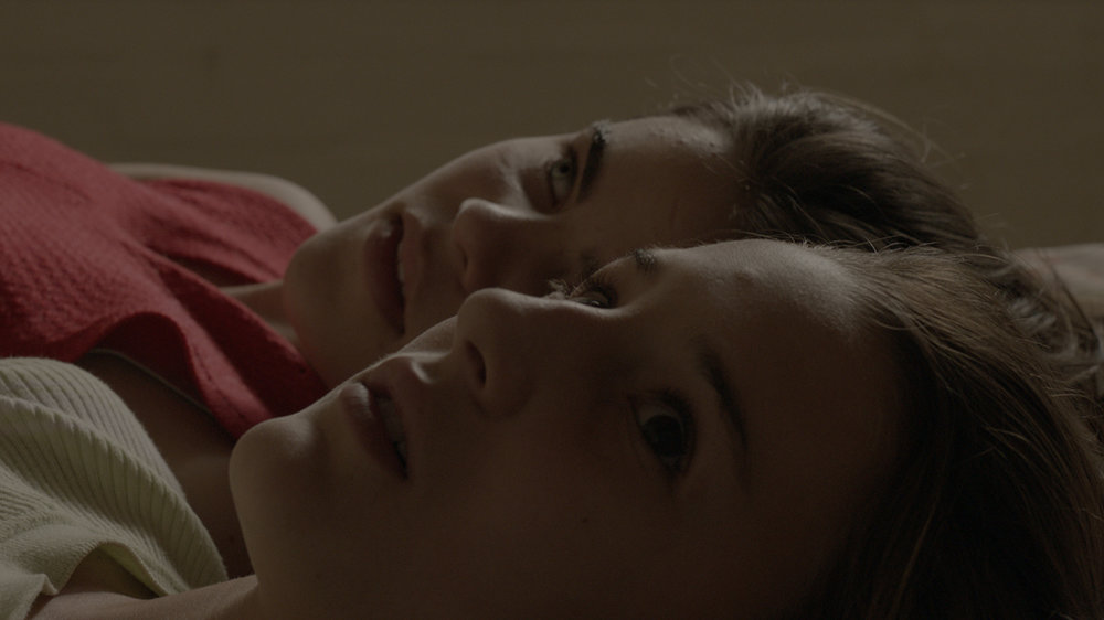 Photo 06 - As Duas Irenes - Isabela Torres and Priscila Bittencourt - FULL FRAME.jpg