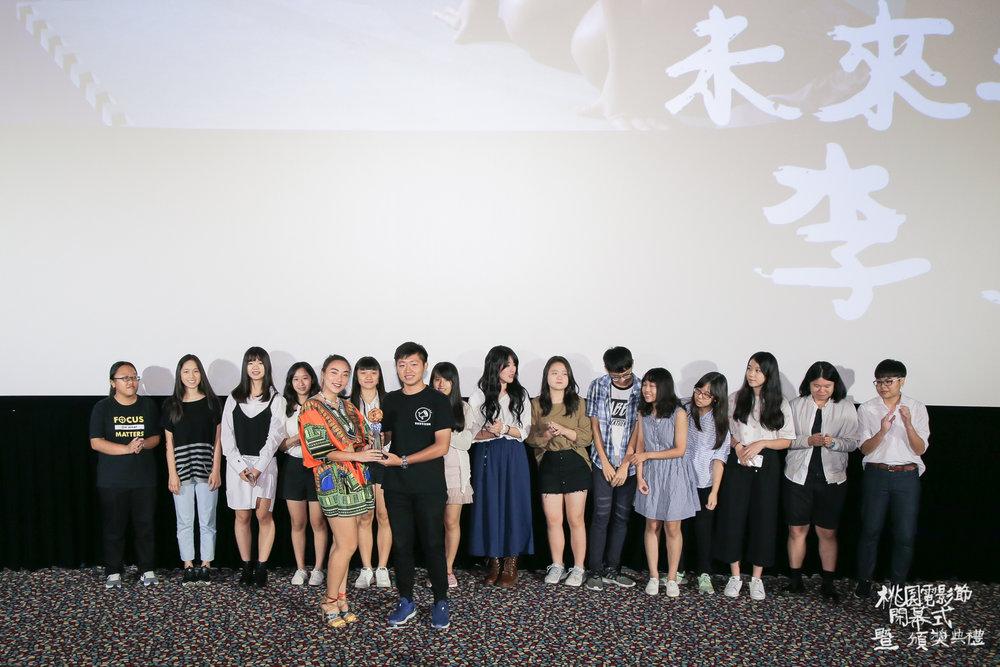 未來之星獎得主《2號球衣》李雪(背後是青少年評審團).jpg