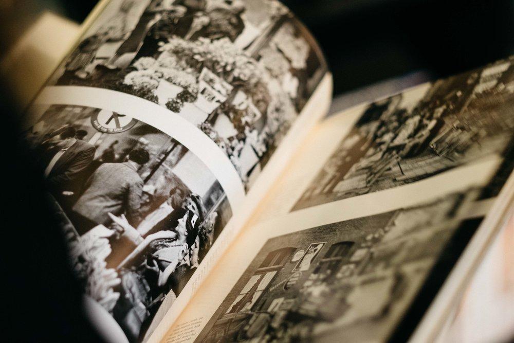 antiquariat-langguth-restaurator-buch-literatur-koeln-wearecity-atheneadiapoulis-79.jpg