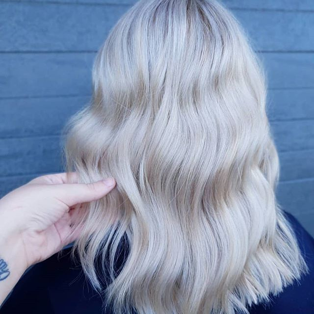 Creamy blonde goddess ✨ This magical look created by one of our faves @siobhanhair_official using our @foilmefoils Seriously this girl can do NO wrong! She is a blonde magician 😍  #hsupplyco #createhairmagic #foilmefoils