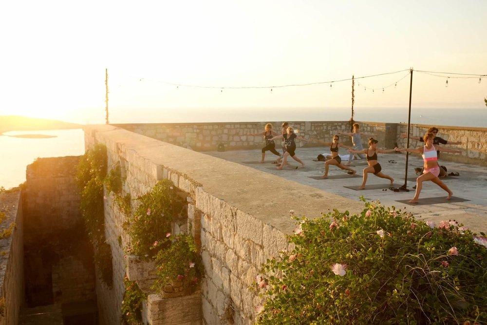 summersalt-yoga-balance-vis-croatia32.jpg