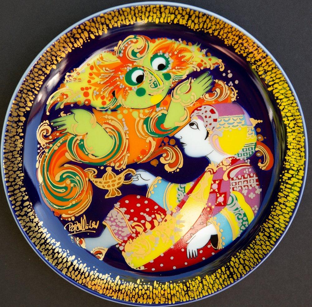 Platte af Wiinblad med motiver fra Aladdin, designet for Rosenthal Porzellan i 1970'erne. Foto: Ari Zelenko