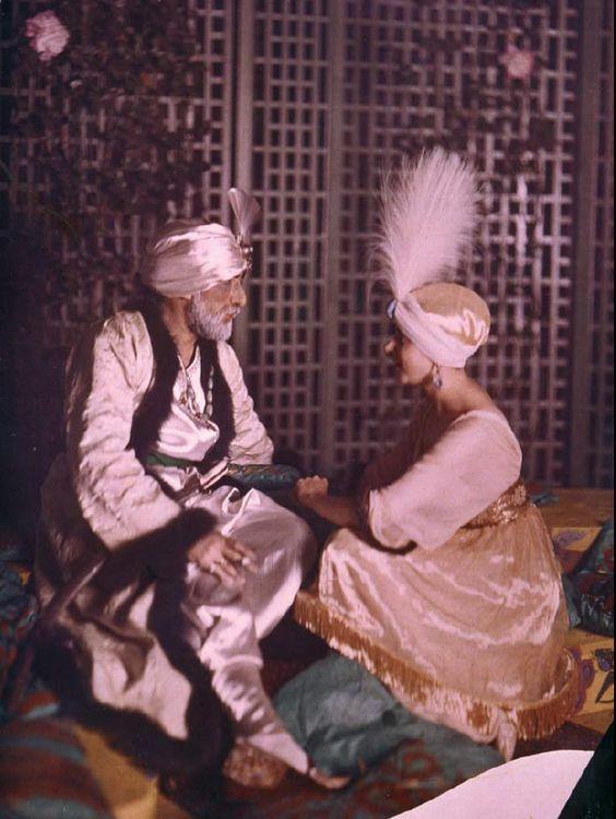 "Paul Poiret og frue holder hip fest:""Den tusind og anden nat"". 1911."