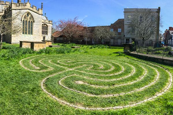 labyrinth-2405313.jpg
