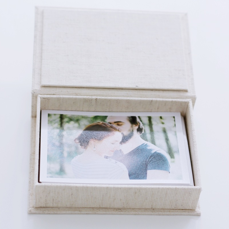 Fine Art Boxes - Linen or glass boxes with a selection of your favourite photos as fine art prints. Available in different colors and two sizes.