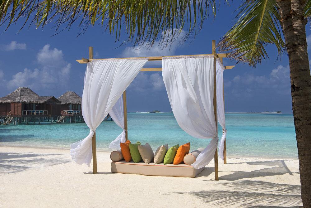 Beach_Cabana_Anantara_Veli_Resort.jpg