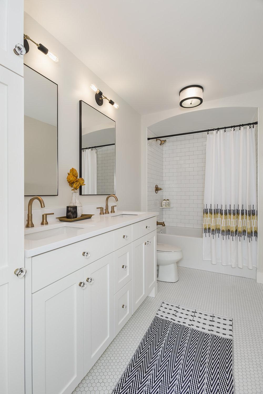 Bathroom2_2017_08_29.jpg