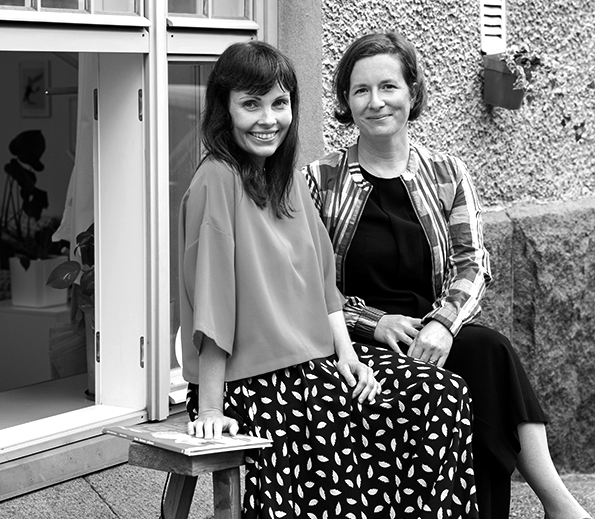 Jenni Erkintalo (left) and Reka Kiraly (right), photo © paavo lehtonen & etana Editions