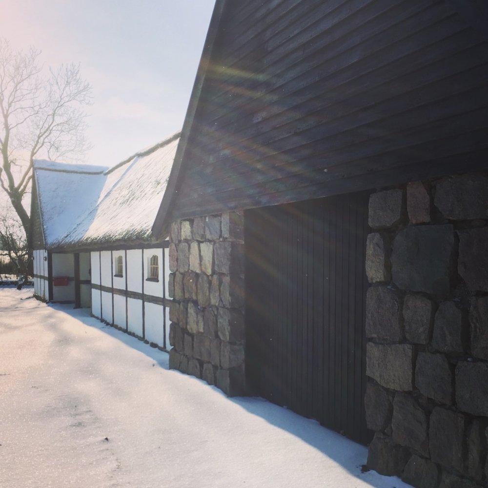 Vores værksted i den smukt beliggende landsby Venslev i Hornsherred
