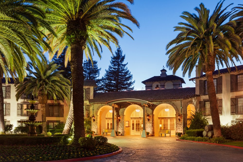 the front of Embassy Suites Napa is so romantic!