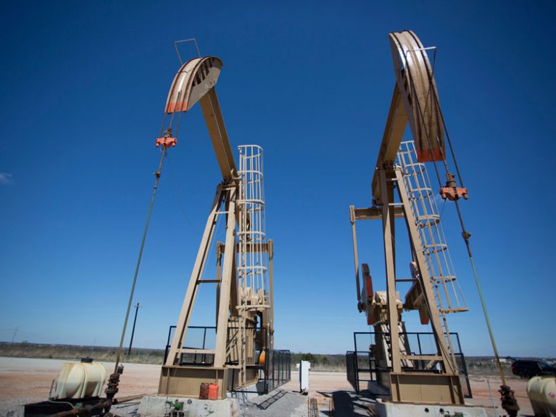 pump-jack-extracting-oil-oklahoma-800x600.jpg