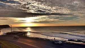 SUNRISE OVER SURFHOUSE NEAR MEREWETHER BEACH HOUSE ACCOMMODATION NEWCASTLE