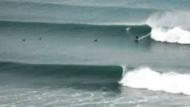 GOOD WINTER SURF DAY NEAR MEREWETHER BEACH HOUSE ACCOMMODATION NEWCASTLE