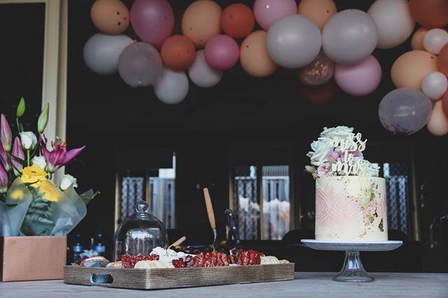 Beautiful portable platter set up 😍😍😍⠀⠀⠀⠀⠀⠀⠀⠀⠀ Cake: @milkandhoney.cakecreative⠀⠀⠀⠀⠀⠀⠀⠀⠀ Balloons: @the_pop_up_party_co⠀⠀⠀⠀⠀⠀⠀⠀⠀ •⠀⠀⠀⠀⠀⠀⠀⠀⠀ •⠀⠀⠀⠀⠀⠀⠀⠀⠀ #grazingtable #graze #weddingplatter #newcastlecater #newcastlefood #birthday #celebrate #birthdaydecor #weddingreceptiondecor #bridesmaids #bridalshower #bridalshowerdecor #bridalshowerideas #hens #bacheloretteparty #bachelorettepartyideas #bacheloretteinspiration #hensinspo #hensparty #henspartyideas #henspartyfun #weddinginspo #weddinginspirations #weddinginspiration #weddingphotographer #newcastle #hunterregion #centralcoast #newcastlevenue #newcastlewedding