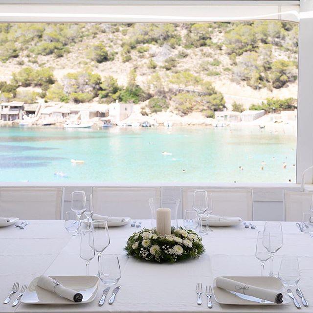 Can you think of a better backdrop for your special day? 💕 • #mayabeachclubibiza #ibiza #ibiza2018 #calavadella #ibizawedding #beach #wedding #ibizabride