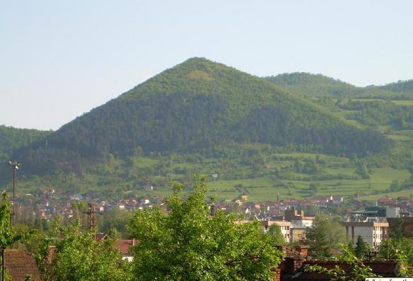 Visočica,_bosnianska_pyramída.jpg