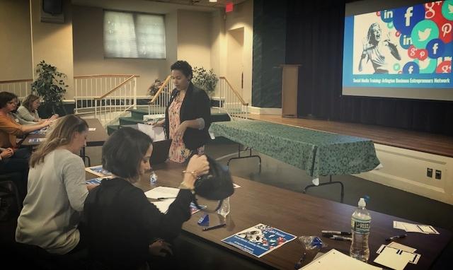 Rachel Wynn social media training