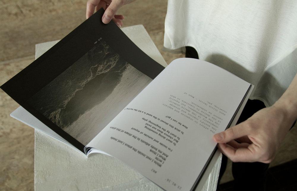 libro-en-manos.jpg