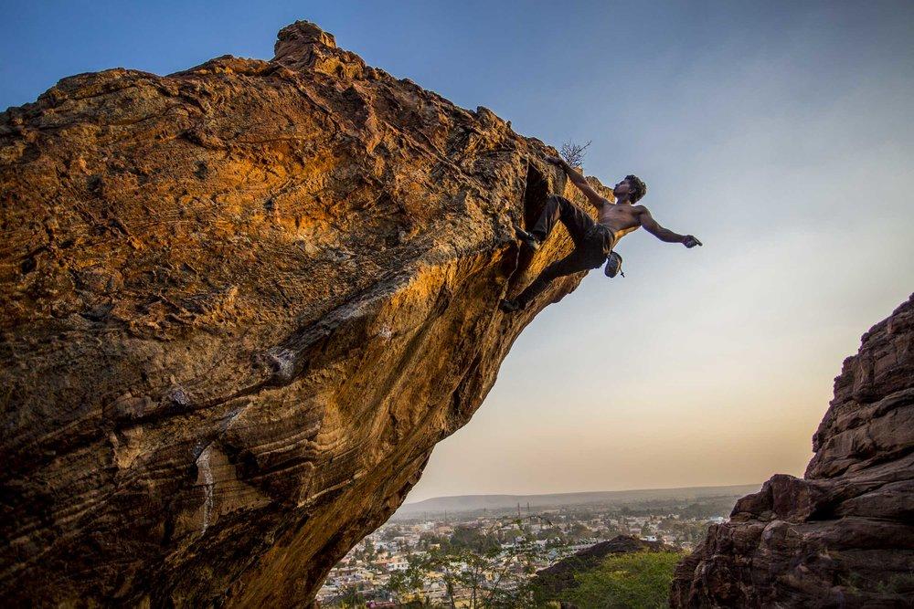 climbing-india-praveen-boulder-1.jpg