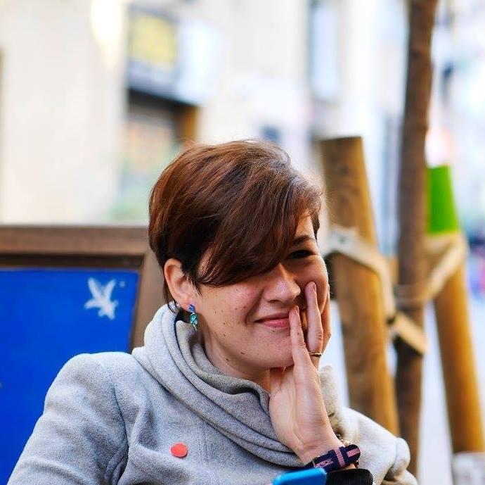Steffi Headshot.jpg