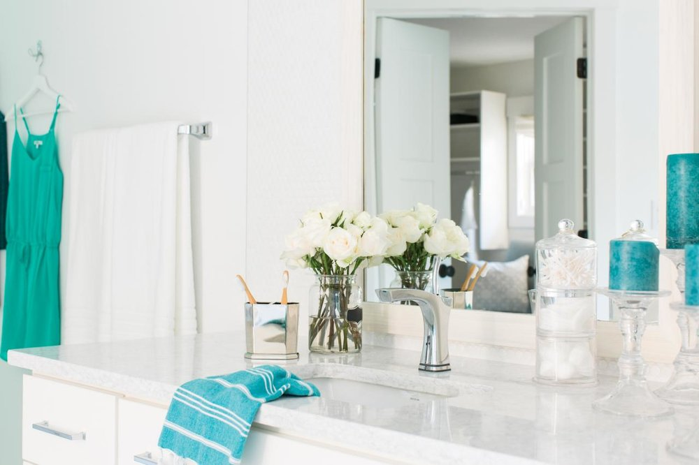 1. Cleanliness - While you may think your home is sparkling clean, your guests may not have the same definition of clean.For instance, maybe your home is dust free, but your kid's toys are sprawled all over the floor. Your guests will pick up on clutter as soon as they step foot in your home! Dust, dirt, and crumbs will be noticed!If you want to impress those guests, make sure to deep clean your home and rid it of all its clutter before outsiders enter the house!