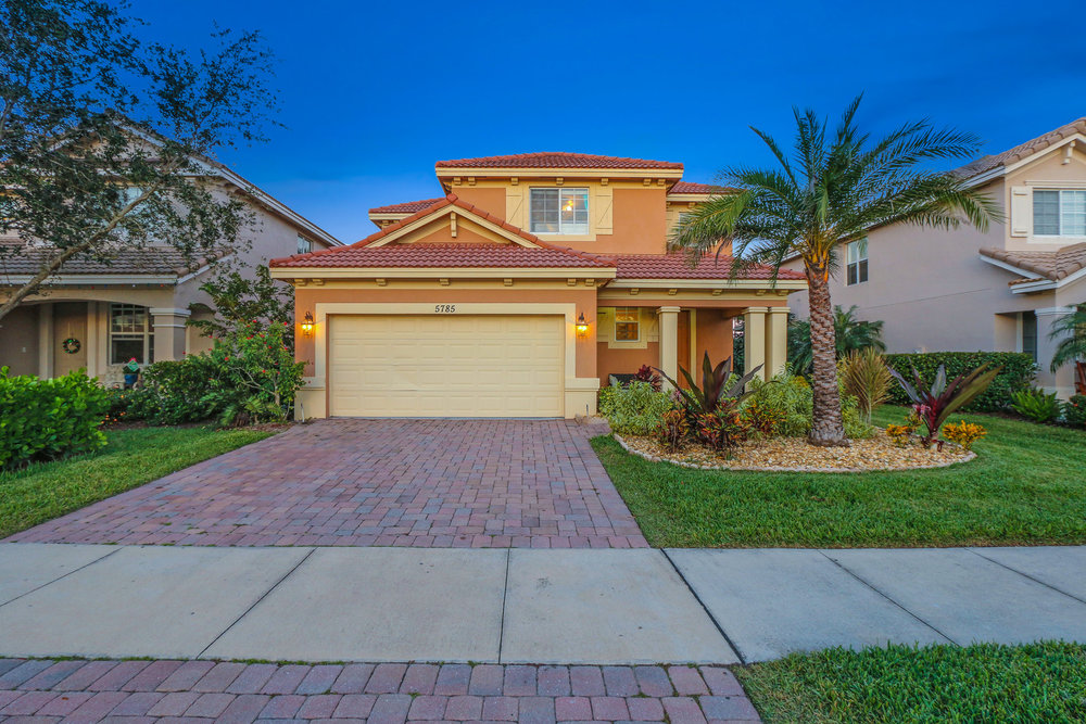 Search Homes For Sale in The Oaks, Hobe Sound - Create your own custom search to see all homes for sale in The Oaks — Hobe Sound's gated neighborhood that you've been searching for!