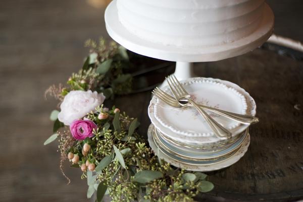 Wedding cake and vintage plates