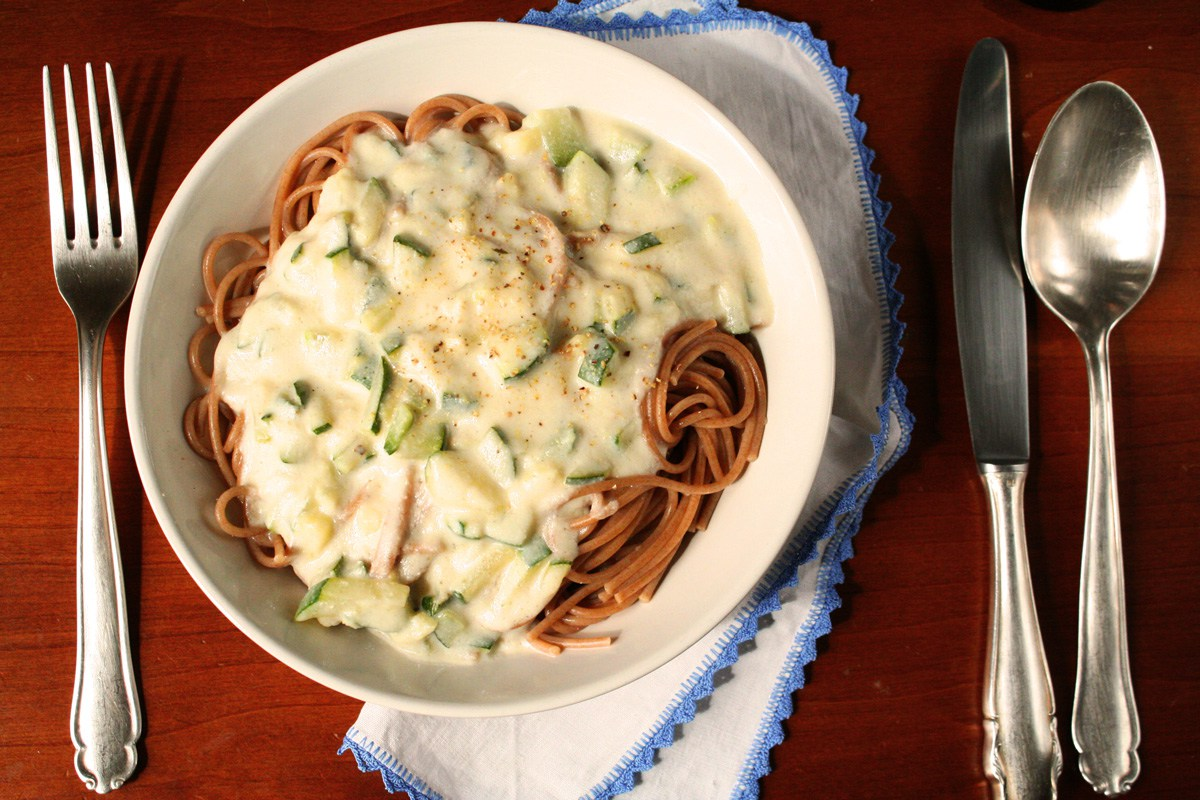 zucchini-cauliflower-carbonara-sauce-vegan-healthy-spaghetti12