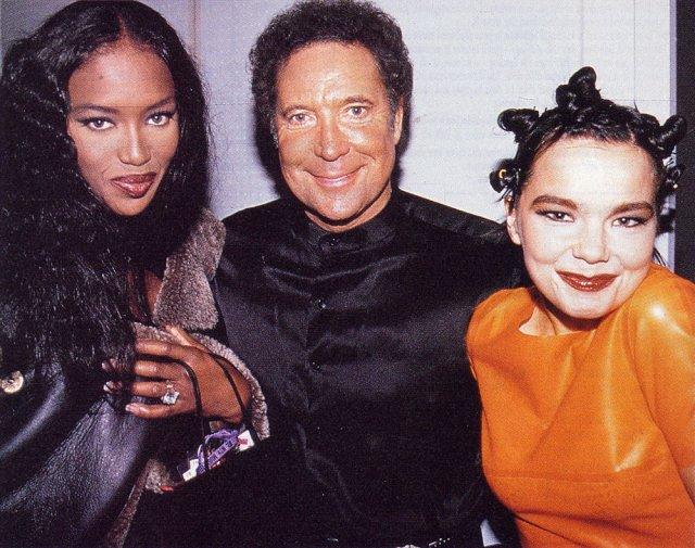 Bjork-Tom-Jones-and-Naomi-Campbell.jpg